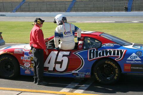 Sandor Van Es maakte op de Lowes Motor Speedway zijn NASCAR-debuut