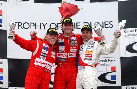 6985_podium_race