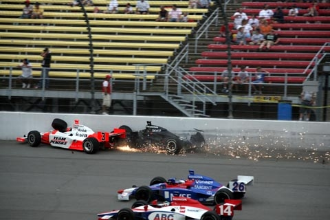 castroneves_crash