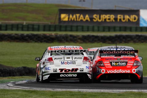 ford_holden_duel_2