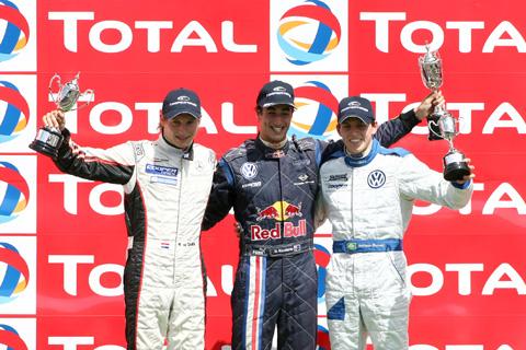 480_podium_f3_1_8861
