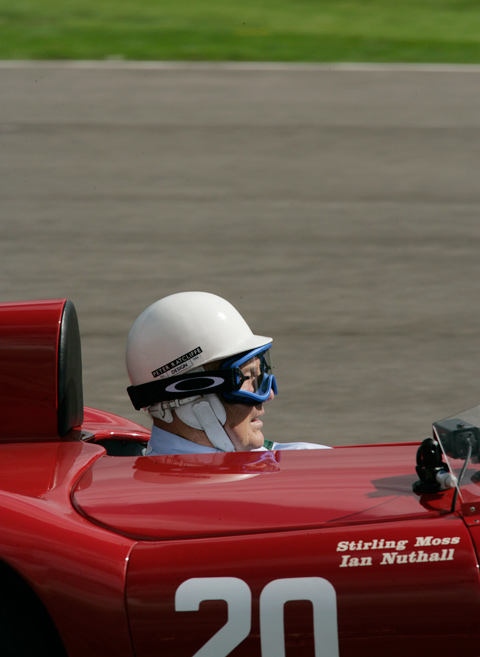 Stirling-Moss-in-een-prachtige-Maserati_resize