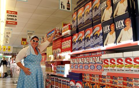 volledig-nagebouwde-supermarkt-uiy-de-jaren-50_resize