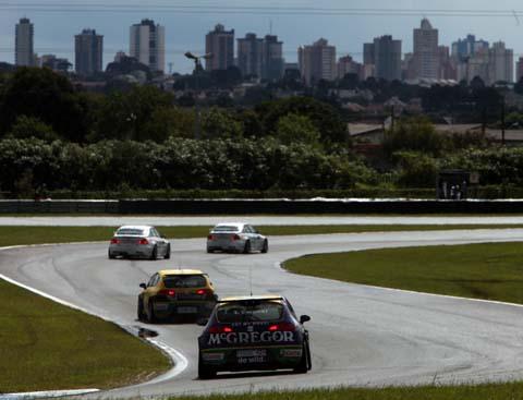100307_wtcc_race_1_actie_skyline
