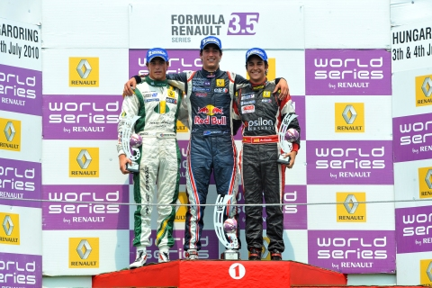 03110806_129_podium_race1_rookie