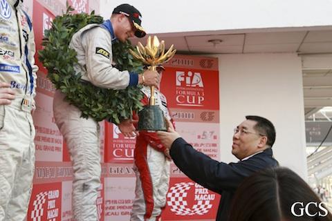 101121_f3_macau_mortara_podium