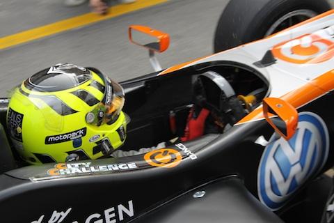 101121_f3_macau_renger_cockpit