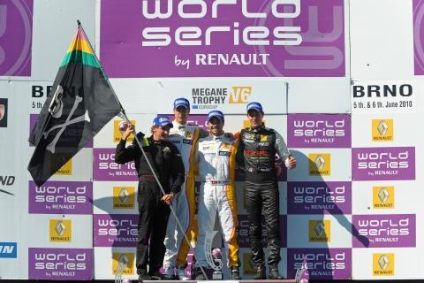 03110804_476_podium_race_1