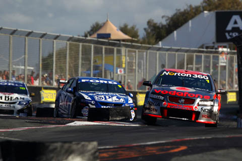 whincup_gisbergen_sf_last_lap