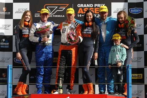100516_podium20ss21