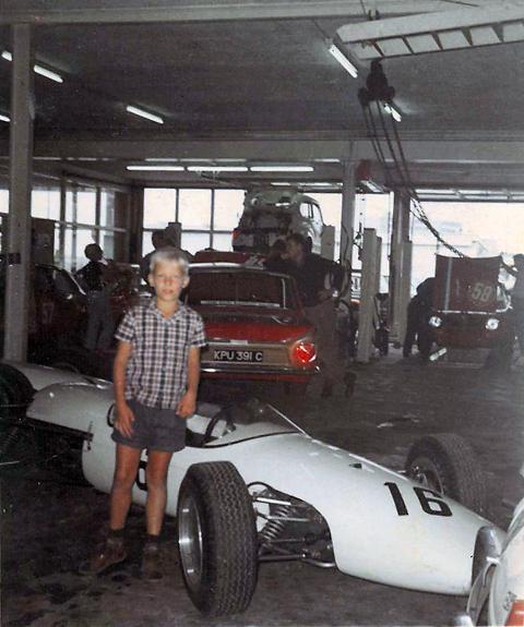 Column formule 1 in de 60 s in de zandvoortse garages for Garage formule m