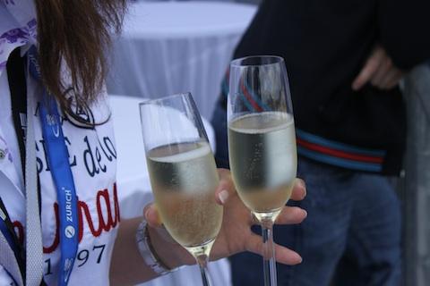 110626_24hNbr_Groeten_champagne