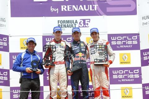 03111806_203_podium
