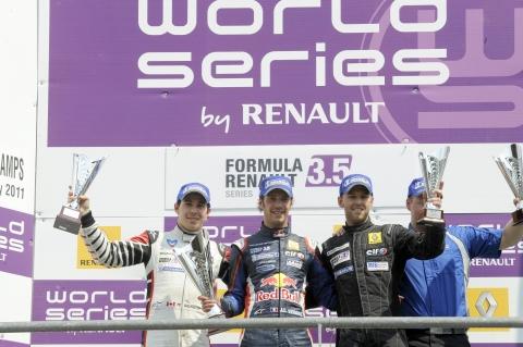 03111802_161_podium