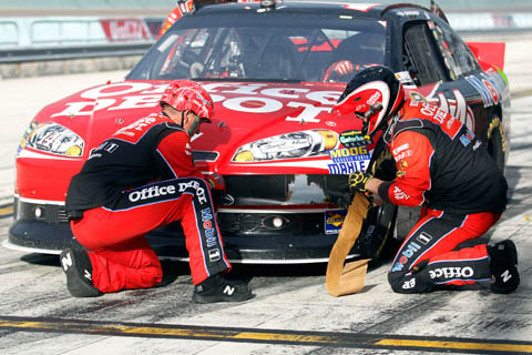 2011_homestead_crew_tony_stewart_radiator
