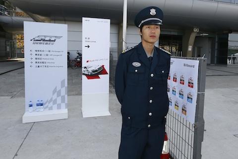 Groeten_Sjanghai_11_bewaker_uniform