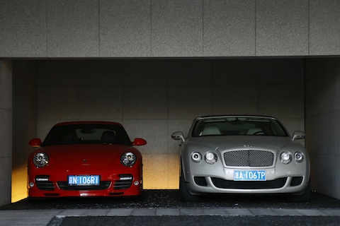 Groeten_Sjanghai_24_Bentley_porsche_garage