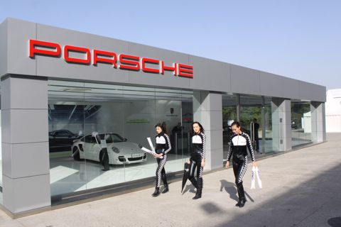 Groeten_Sjanghai_31_Porsche_promotiestand