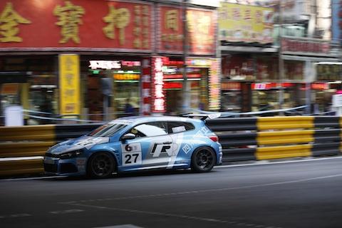 131115 Macau vrijdag Huisman actie 480
