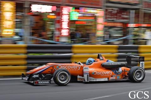 131117 F3 Macau Laar actie