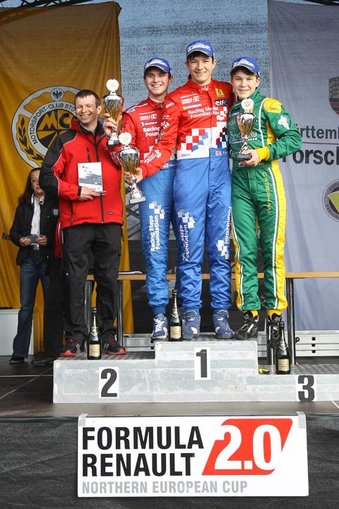 480_race-2-podium-staand