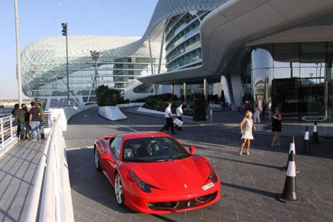 1312145 Groeten AUH Ferrari Yashotel