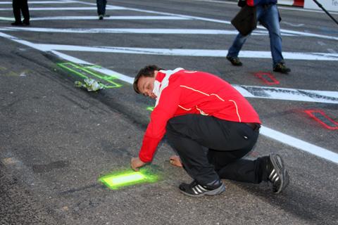2013 Pitstop signs bevestigen
