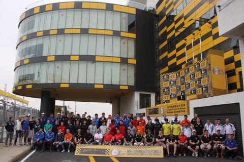 131119 Groeten Macau Groepsfoto 2