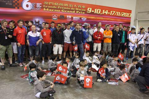 131119 Macau Groeten Coureurs kinderen 7