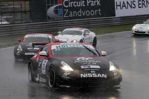 FINALERACES Beide Nissans in de stromende regen in de nieuwe Hans Ernst bocht 131013