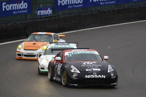FINALERACES De Nissan van Sandor van Es en Wolfgang Reip snel onderweg op de natte baan 131013