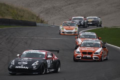 FINALERACES Tijdens de eerste race op zaterdag leek Wolfgang Reip op weg naar de zege in zijn Nissan 370Z 131012