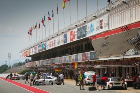 Pit lane 24H BARCELONA 2014 qualifying800pix