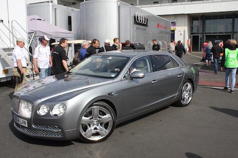 140619 24H Nieuws Bentley limousine