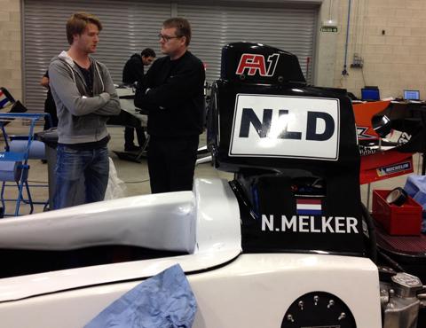 Nigel-Melker-en-engineer-in-pitbox