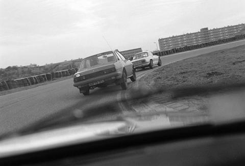 480 marlboro-uit-uit-auto