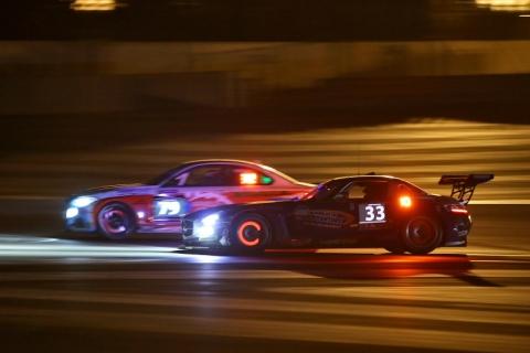 Racing in the dark Circuit Paul Ricard 800pix