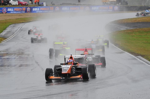 Hampton Downs wet race