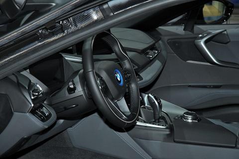 2015 BMWI8 cockpit