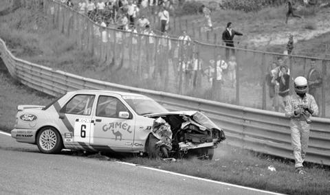 hin-crash-naast-auto