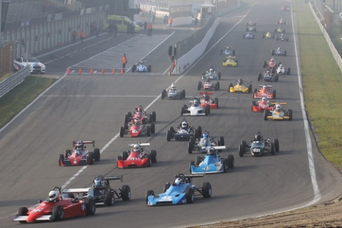 Altijd een mooi vol veld met een grote verscheidenheid aan autos en nationaliteiten