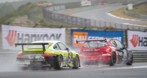 Action in the rain 12H ZANDVOORT 2015 800pix
