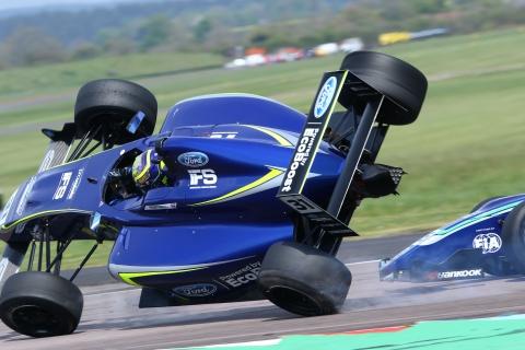 thruxtonF4race1