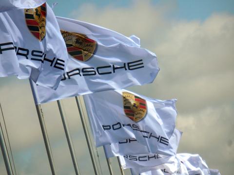 480 porsche vlaggen