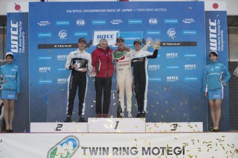 WTCC-Main-Race-podium-800x533