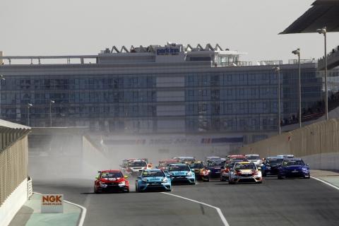 2017 Dubai Race 1 start