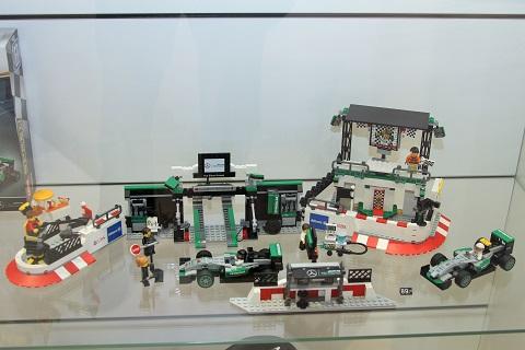 2018 Lego Mercedes Pitstop