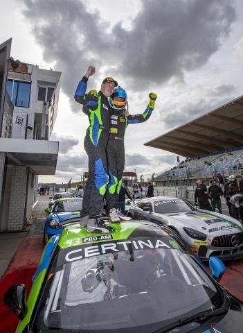 Rob Severs viert zijn GT4 kampioenschap 1