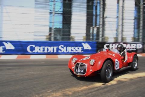 Jos Koster zette zijn schoonzoon in de prachtige Maserati en liet zien dat de minst gemotoriseerde auto heel best kan meekomen in de veld.
