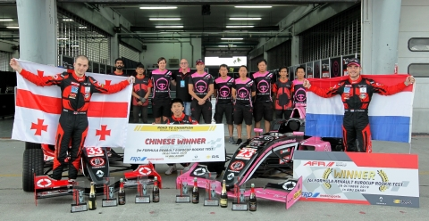 Joey Alders wint 3 races  Asia Formule Renault 1